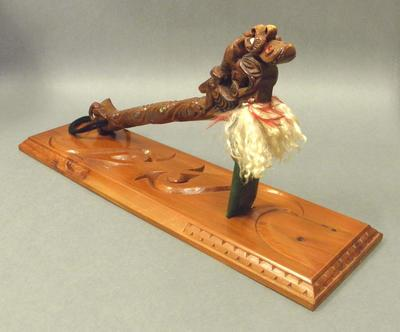 Toki with handle and stand
