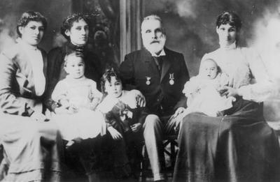 Henry Harvey Reynoldsand Family